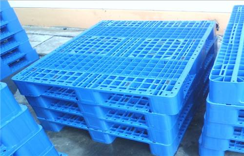 Why do plastic pallet manufacturers add anti-slip to the pallet?